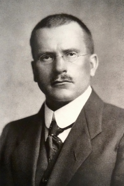 Carl Gustav Jung (*26. Juli 1875, †06. Juni 1961), Quelle: unknown, upload by Adrian Michael, Lizenz: Public domain