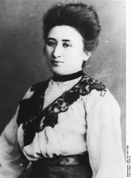 Rosa Luxemburg (*05.März 1871, †15.Januar 1919), Quelle: Unbekannt, Lizenz: CC BY-SA 3.0 de