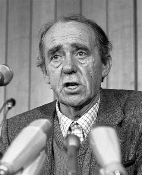 Heinrich Böll (*21.Dezember 1917, †16.Juli 1985), Quelle: Hoffmann, Harald, Lizenz: CC BY-SA 3.0 de