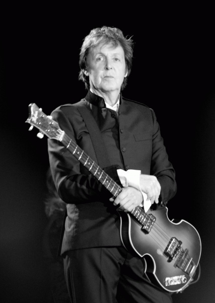 Paul McCartney (*18. Juni 1942), Quelle: Oli Gill, Lizenz: CC BY-SA 2.0
