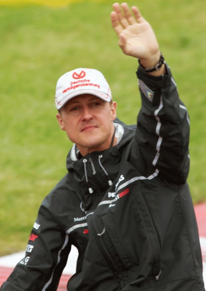 Michael Schumacher (*03. Januar 1969), Quelle:   Schumi_di_GP_Kanada_2011.jpg: Mark McArdle  derivative work: F1fans (talk) , Lizenz: CC BY-SA 2.0